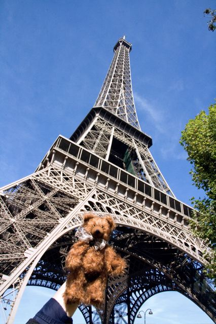 Snozz-at-the-Eiffel-Tower_2